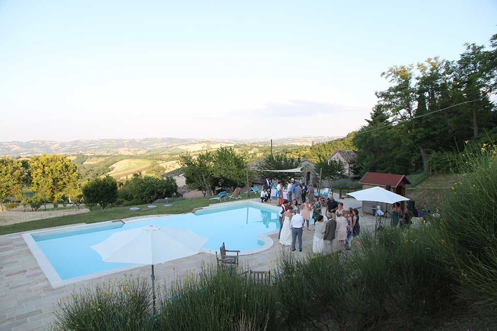 pool wedding at borgo belfiore italy