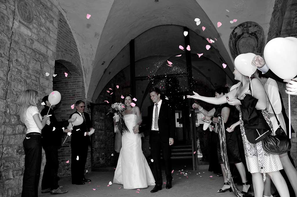 celebrate wedding couple in le marche italy