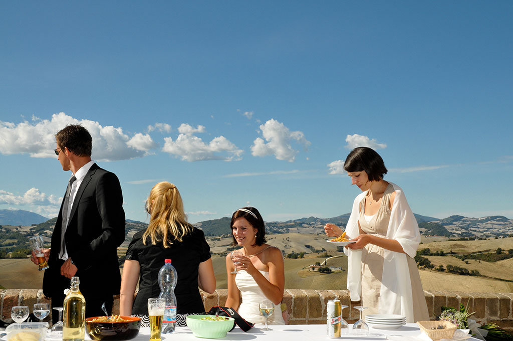 wedding overlooking le marche italy